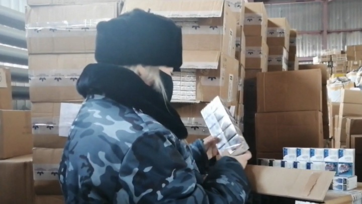 Замаскировали под чай: в Самарской области задержали грузовик с контрабандой сигарет