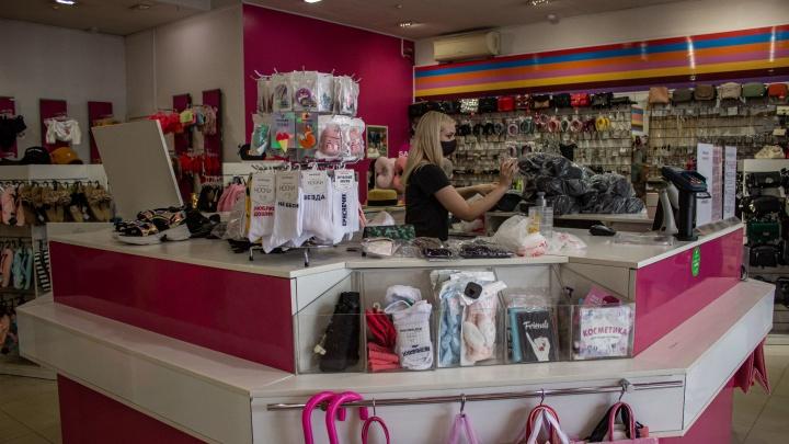 «Каждый день может стать последним»: как в Новосибирске открыли магазины (которые уже были открыты). Репортаж
