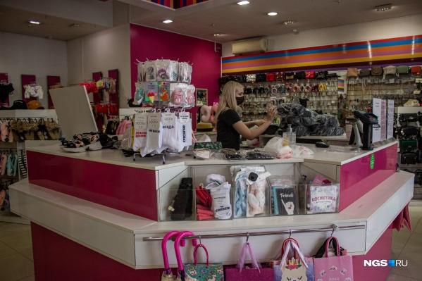 Многие обувные магазины работают с 25 мая