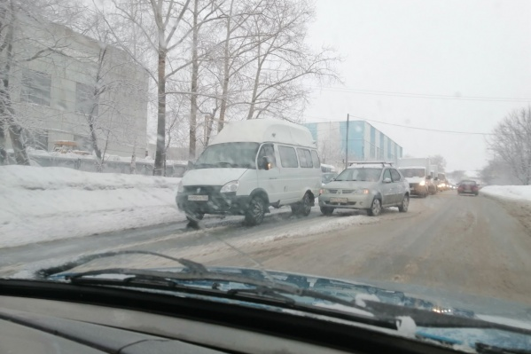 Пробка в районе стадиона «Нефтяник» образовалась из-за ДТП