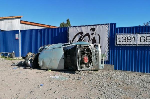Сейчас сотрудники ГИБДД выясняют обстоятельства аварии