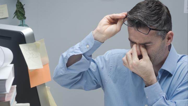 Что делать, если перед глазами молнии, мушки и пелена: простой тест поможет обнаружить заболевания сетчатки