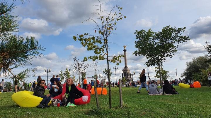Пропитанные солнцем и запахом шашлыка: 15 ярких снимков с Дня города в Ярославле