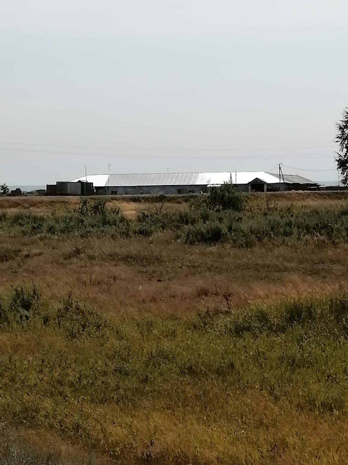Неподалёку от предполагаемого места размещениямусороперегрузочной станции находятся жилые дома и фермы