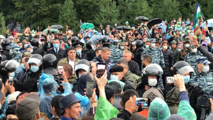 В субботних столкновениях на горе Куштау наказали троих сотрудников БСК и задержали 79 активистов