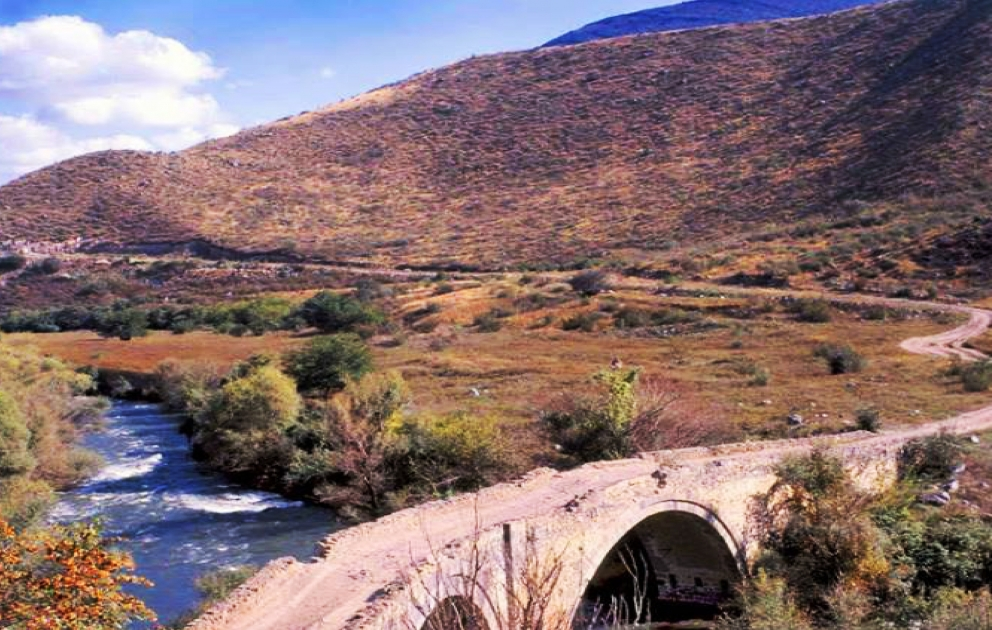 Кубатлы— населенный пункт входит в территорию Карабаха. Казалось бы, умиротворяющий вид должен принимать туристов, а не военных