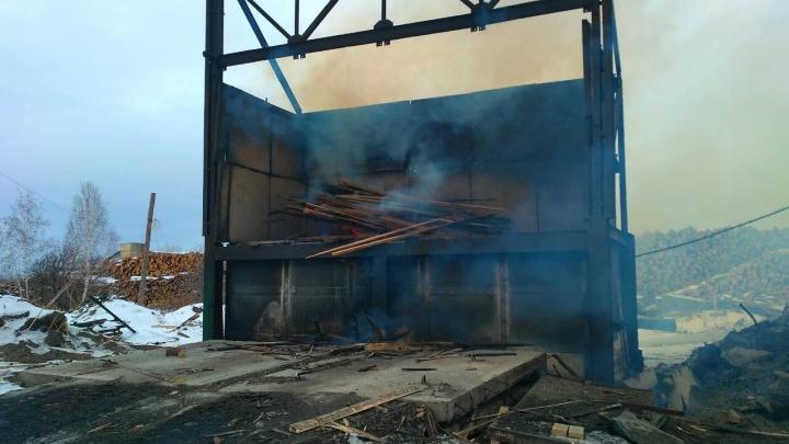 За Солнечным незаконно сжигают древесные отходы