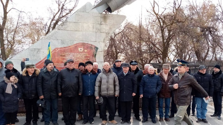 «Какой позор за нашу власть»: в Волгограде на глазах рушится Качинский истребитель