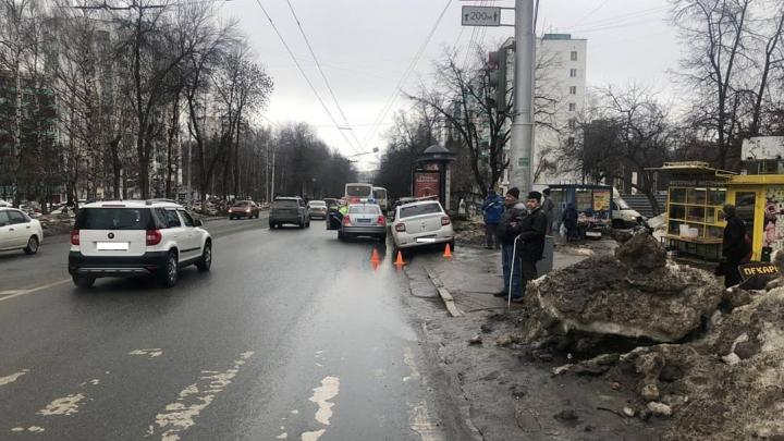 В Уфе 14-летнюю школьницу сбил водитель на Renault Logan