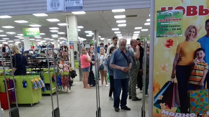 «Открываются все подряд»: ярославцы заподозрили крупный магазин в незаконной торговле одеждой