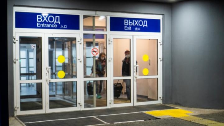 Омичей, прилетевших из Москвы и Санкт-Петербурга, теперь будут отправлять на карантин