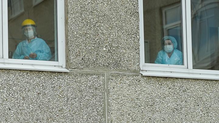 На Среднем Урале каждый десятый заболевший COVID-19 — медик