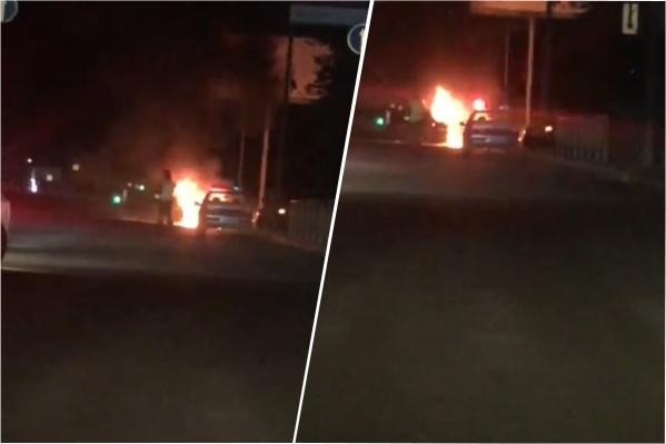 Пламя было видно за несколько десятков метров от пожара