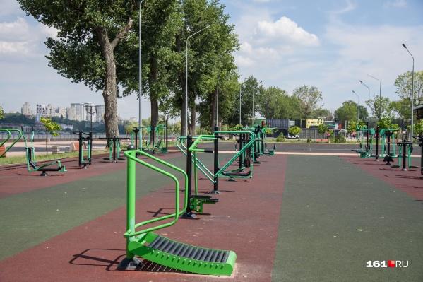 Каток решили организовать в парке на левом берегу Дона