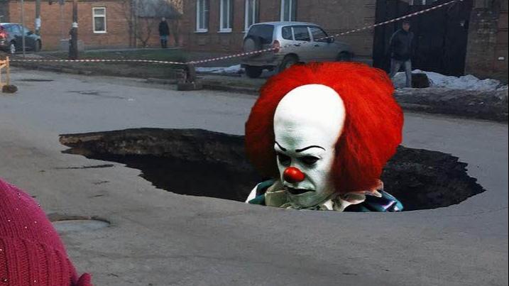 Многострадальный коллектор в Таганроге обещали отремонтировать год назад. Но что-то пошло не так