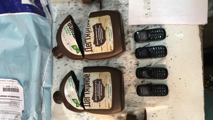 В Вельскую колонию пытались пронести телефоны в жидком мыле