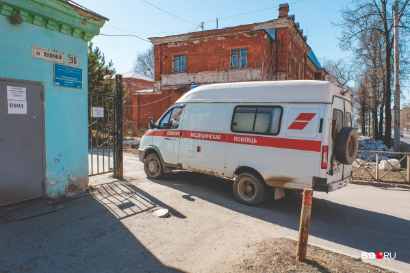 Почти треть всех новых пациентов живет в Перми. Тех из них, кому требуется постоянное внимание врачей, доставили в больницы. В том числе в инфекционную (на фото именно она)