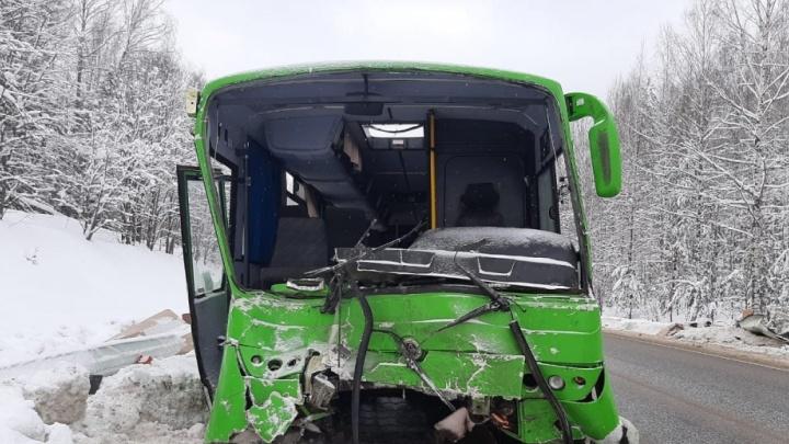 В Прикамье оштрафовали перевозчика, автобус которого попал в массовое ДТП под Нытвой