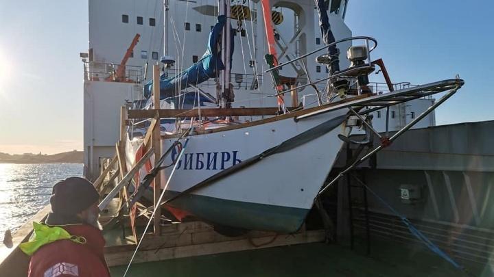 Омскую яхту «Сибирь» эвакуировали из Антарктиды