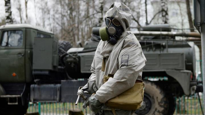 Военные химики провели дезинфекцию в ТВВИКУ, где курсанты заразились коронавирусом