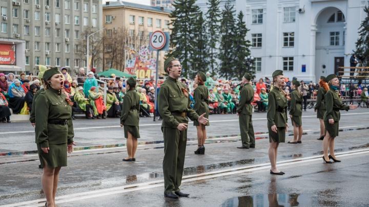 Оркестр, военные и ретроавтомобили: кто будет участвовать в парадах Победы в Кузбассе