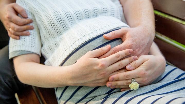 «Без патронажа и УЗИ». Женские консультации закрылись из-за коронавируса: что делать беременным