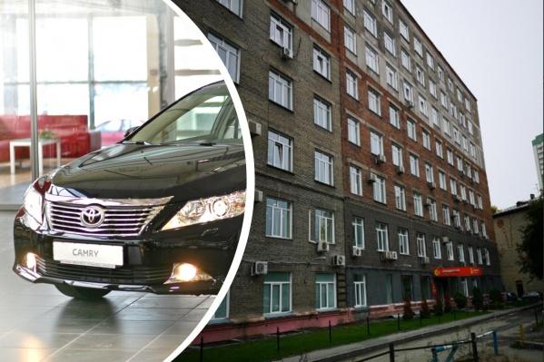 С помощью камер наблюдения удалось выяснить, кто именно бросил окурок на месте преступления рядом с домом на Димитрова, 7