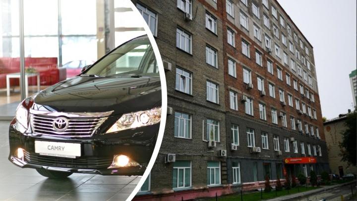 Новосибирца осудили за серийные кражи «Тойот Камри» — он попался на брошенных окурках и перчатках
