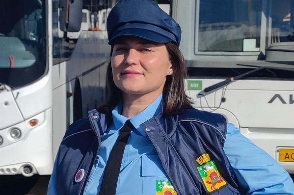 В городе мэр создал первую женскую бригаду водителей