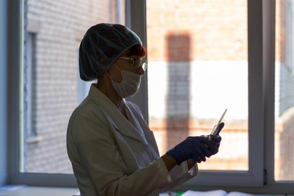 В больницы районов области с подозрением на коронавирусную инфекцию и лабораторно подтвержденным диагнозом госпитализированы 1626 пациентов