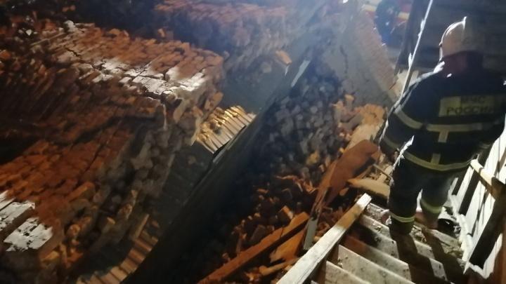 В доме с рухнувшей стеной на Арцыбушевской под завалами нашли двух женщин