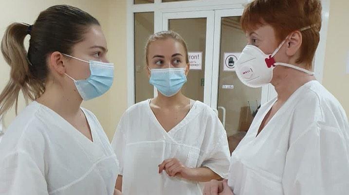 «Здесь работают почти 24 часа»: московский врач — о буднях в кузбасской больнице