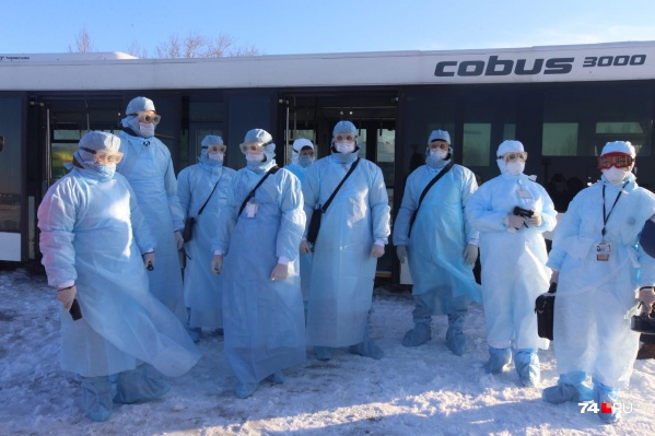Контактных по коронавирусу пассажиров в челябинском аэропорту будут встречать «синие человечки»
