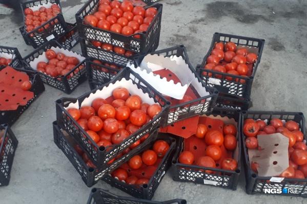 «Газель» была полностью заполнена ящиками с помидорами