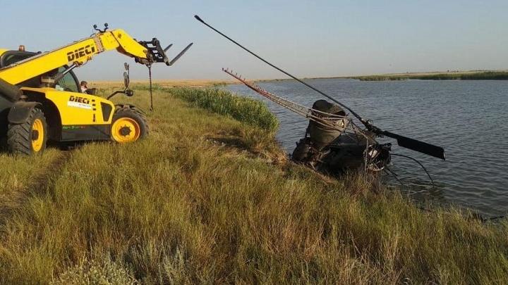 Бортмеханик погиб при крушении вертолета Ми-2 в Ростовской области