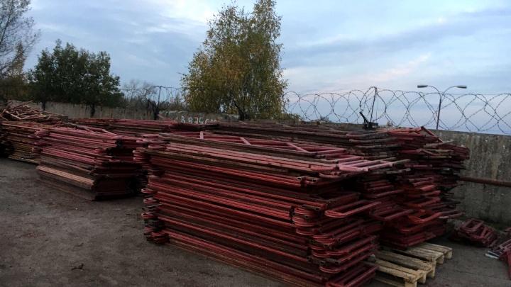 Кладбище красных заборов: куда дели старые ограждения в Ярославле