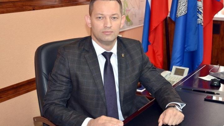 Запретили подходить к зданию администрации: главу города Михайловка обвинили в злоупотреблении полномочиями