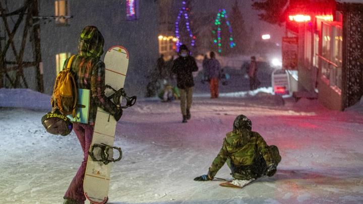 Шерегеш засыпало снегом и туристами из Москвы — что происходит на самом популярном в Сибири горнолыжном курорте