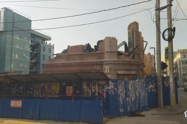 Наибольшая часть снесенного фасада находится со стороны Шаумяна