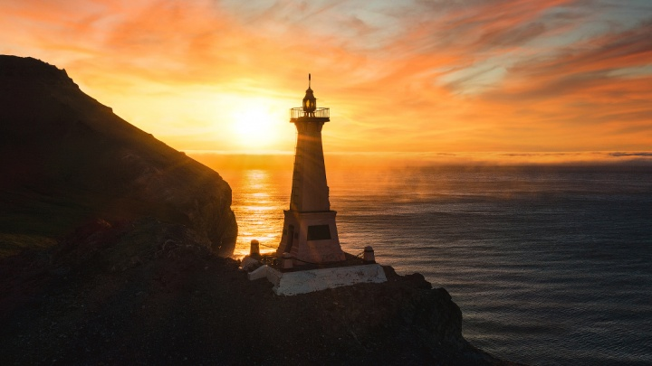 Слава Степанов сделал снимки края Евразии — 15 загадочных фото моря и маяка