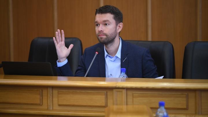 Снятый с поста в гордуме Алексей Вихарев поэтично прокомментировал свою отставку: «Нанесли удар в спину»