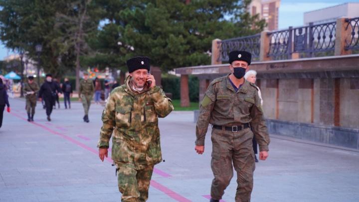 «Патриотом стал человек в камуфляже»: колонка депутата Константина Киселева о казаках и милитаризме