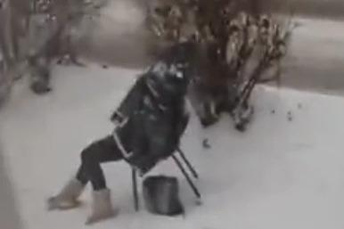 Пожилая женщина умерла возле школы в Ростове: всё, что известно о трагедии