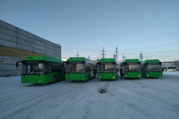 В Челябинск пока приехали пять новых автобусов