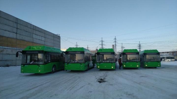 В Челябинск пригнали первую партию обещанных чиновниками автобусов на газе
