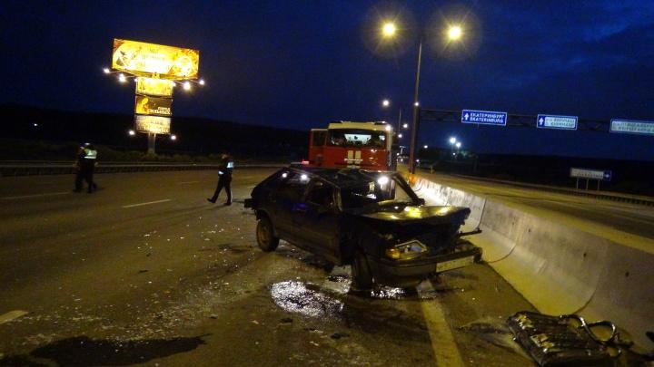 Пьяный водитель попросил пассажира порулить: на Кольцовском тракте перевернулась легковушка