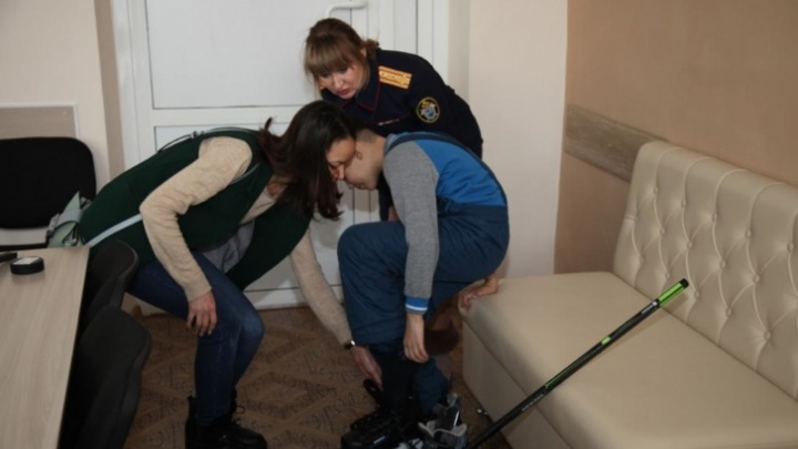 Мальчика, которого ставили коленями на гречку, взяла под опеку бабушка