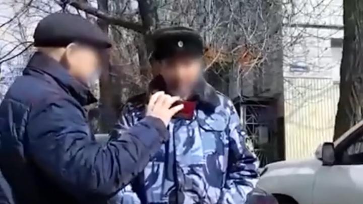 В Волгограде за взятку задержали замначальника камышинской колонии