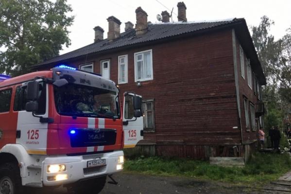 В полиции полагают, что причиной пожаров стали поджоги вещей, оставленных в подъездах