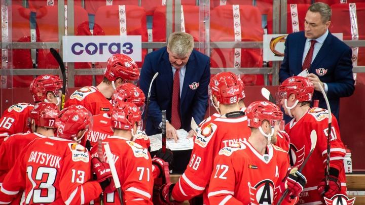 «Автомобилист» проиграл «Сибири», пропустив самое большое количество шайб в сезоне
